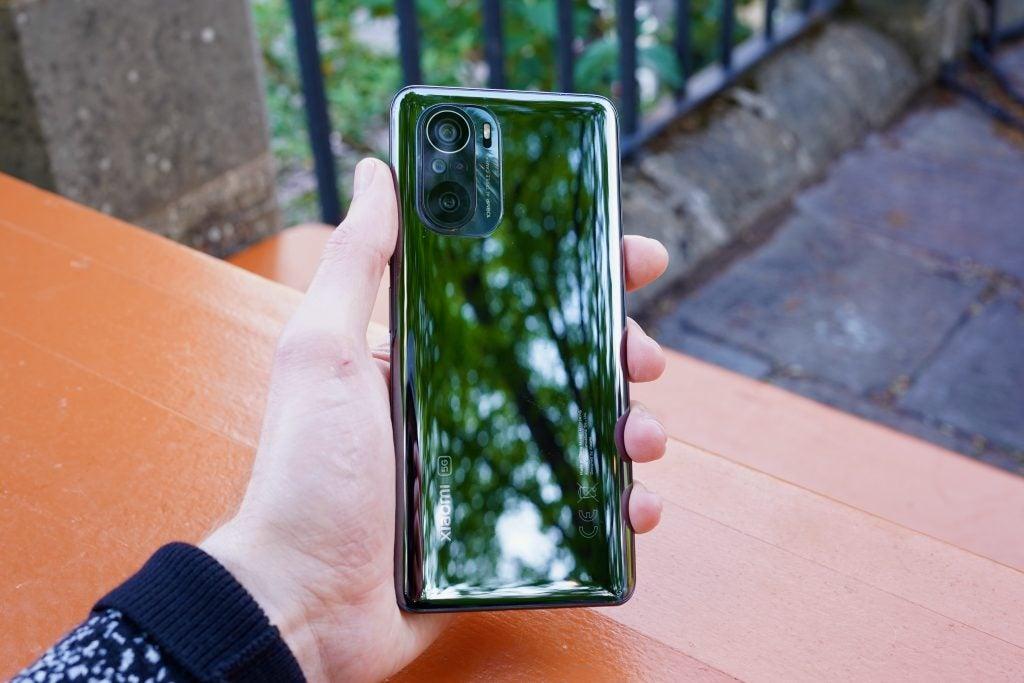 La parte trasera muy brillante de Xiaomi Mi 11i