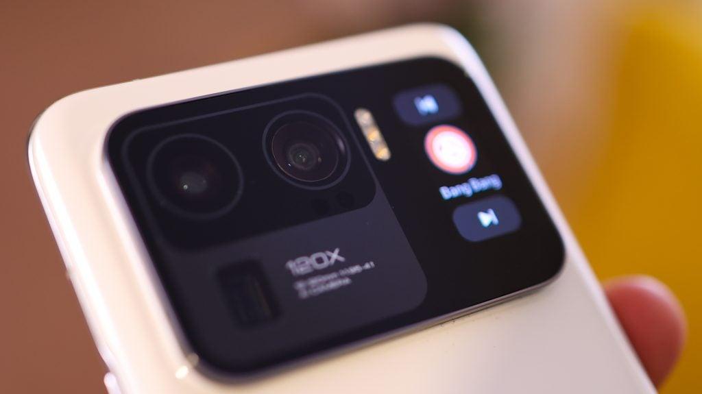 Xiaomi mi 11 ultra con su carcasa de cámara absolutamente masiva