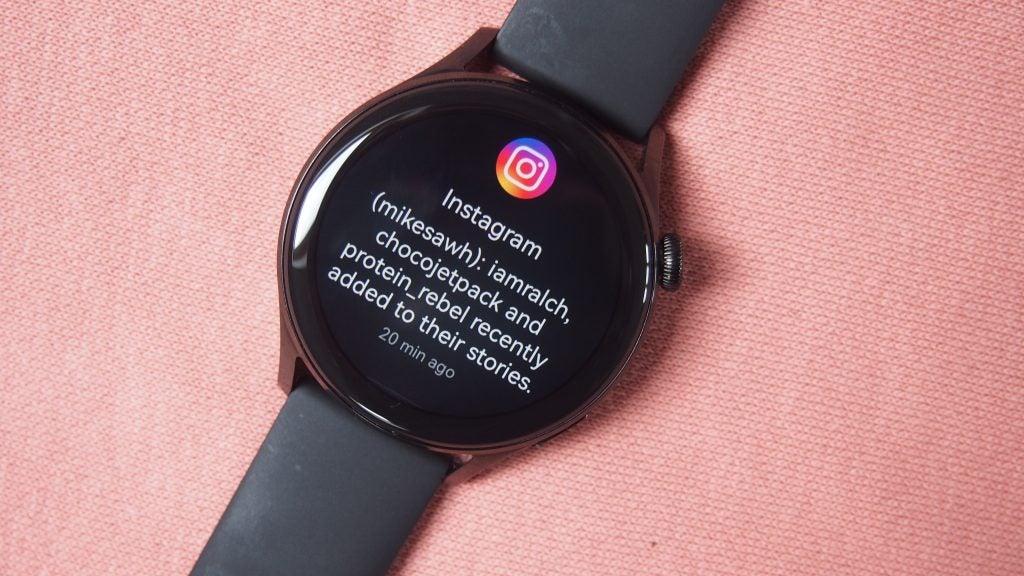 Huawei Watch 3 muestra una notificación de Instagram