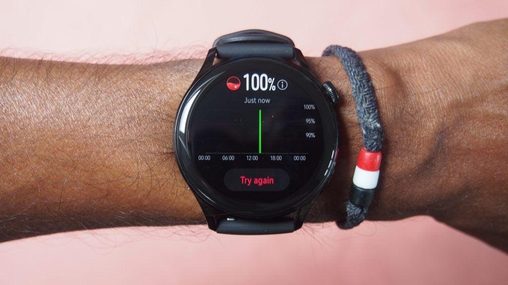 Huawei Watch 3 que muestra el rastreador de actividad física y el sensor de SpO2