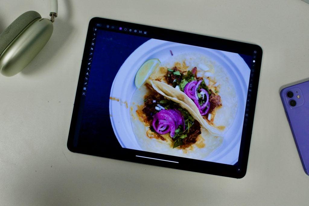 iPad Pro 2021 que muestra la edición de fotos