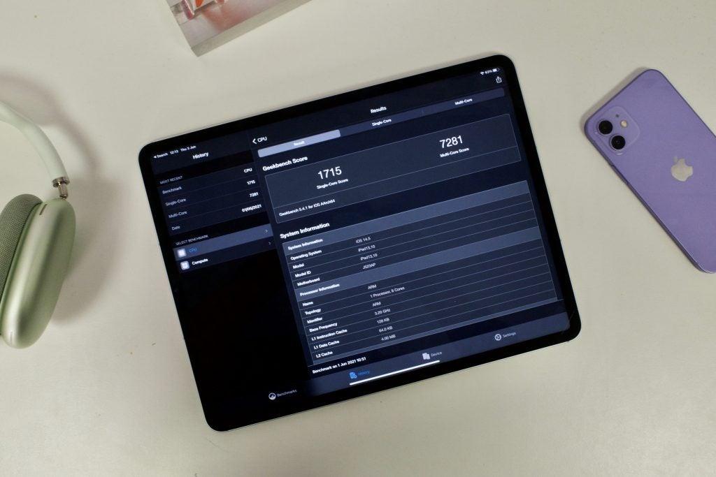 iPad Pro 2021 que muestra la puntuación de referencia en Geekbench